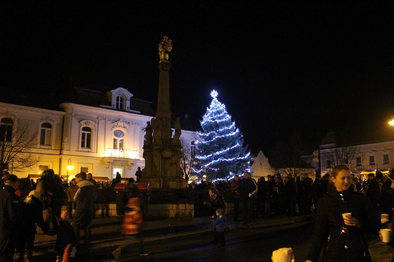 Rozsvícení vánočního stromu (4. 12. 2015)  Valašské Klobouky 5747d73ed1